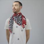 Enrico: T-shirt V V Kidz, foulard/scarf SCI'M for webelieveinstyle.maison