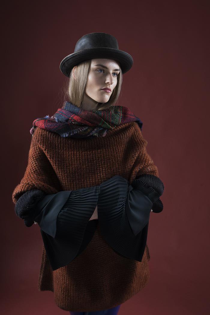NINA maglia: Avant-Toi blusa: Edward Achour Paris panta: Department 5 cappello: Statson scialle: Franco ferrari