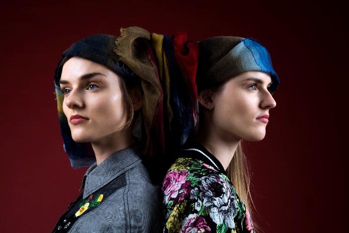 Diletta e Nina: camicie: I'm Isola Marras scialle: Franco Ferrari