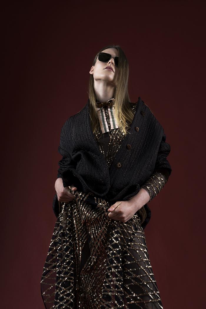 NINA: abito: Doriss giaccone: Winonah collare: Cor Sine Labe Doli occhiali: Allied Metal